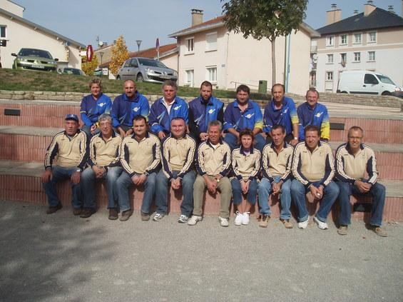Deuxième rang, la formation de P.Villefranche, premier rang  l'équipe du Quatre-Saisons PC