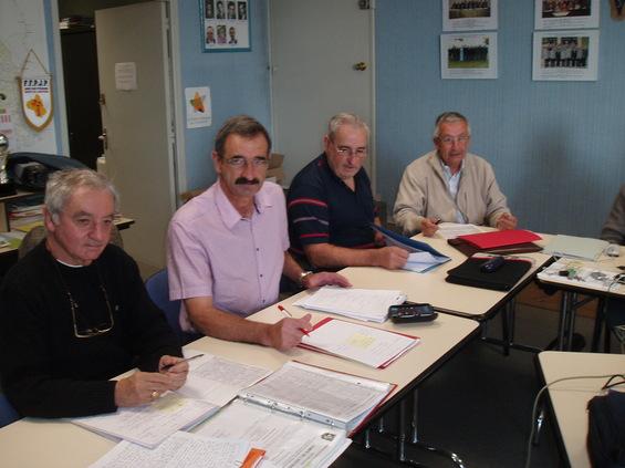 André Routaboul (Secrétaire), Michel Gantou (Président), Jacques Edouard (Vice-Président) et Michel Navier (Trésorier)