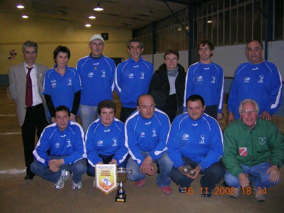 L'équipe de Capdenac  vainqueur de la Coupe de l'Aveyron des Clubs 2008 avec Patrick Lacombe, José Duarte, Georgette et Claude Pinel