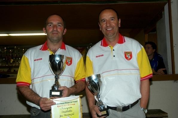 Champions 2011 Thierry Laumond - Diego Diaz (Pétanque Villefranchoise)                                     Photo JC Savoyant