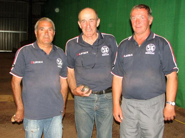 Les champions triplette vétéran 2011: Mariano CASQUEL / Bernard DURAND / Michel GOUTES (Sébazac PC)